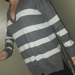 Gap is sweater neck pullover striped gray
